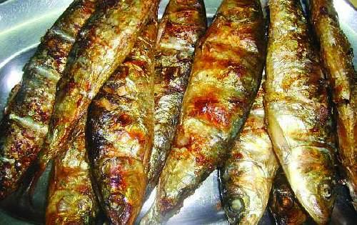 приготовані на грилі сардини - sardinhas assadas