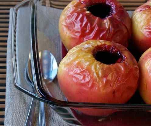 Яблука запечені з варенням