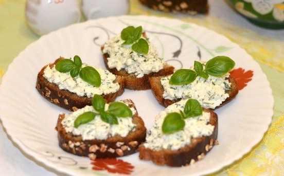 Бутерброди з зеленим сиром (творогом)