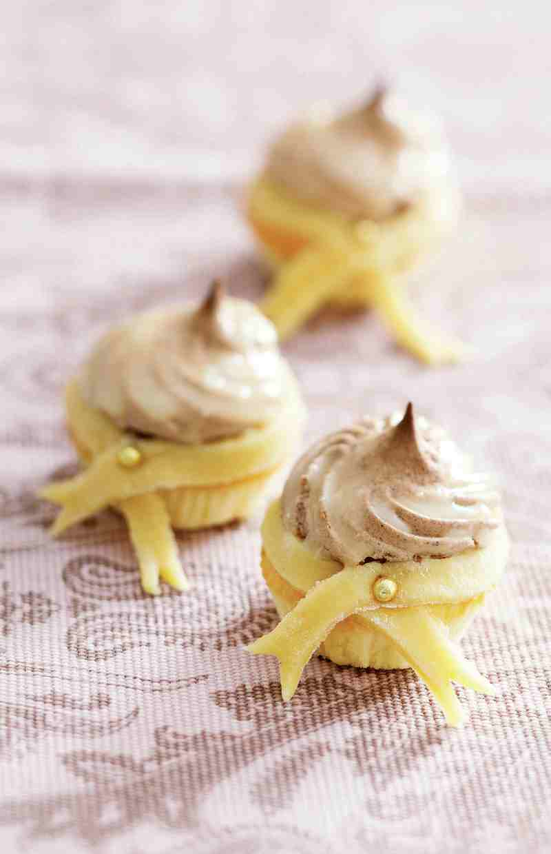Капкейки ванільні з шоколадним білковим кремом і білим шоколадом