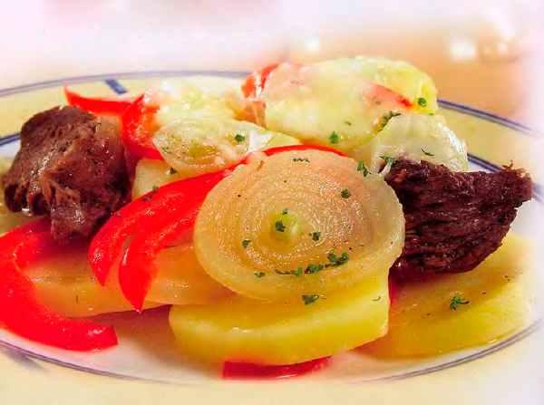 Яловичина з овочами та сиром