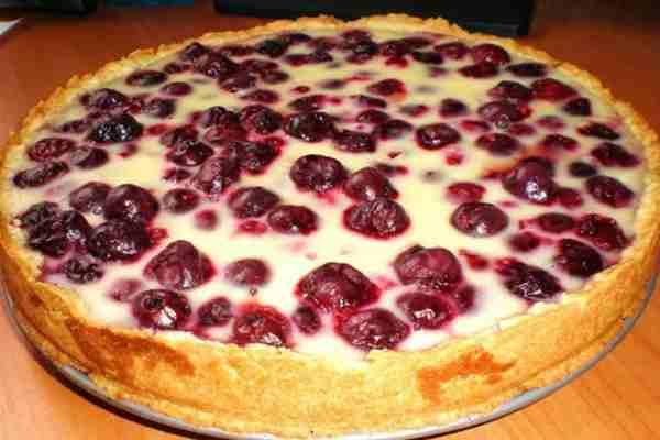 Пиріг із сиром (творогом) і вишнями