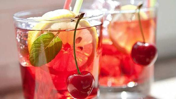 Коктейль вишневий з джином