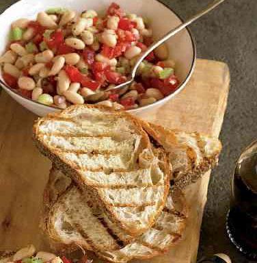 Брускета Мадлен з білою квасолею та помідорами