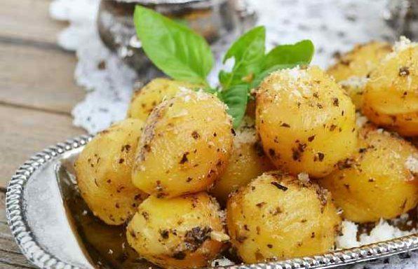 картопля запечена з часником