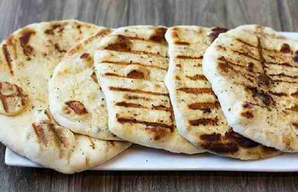 Хліб домашній плоский з цибулею