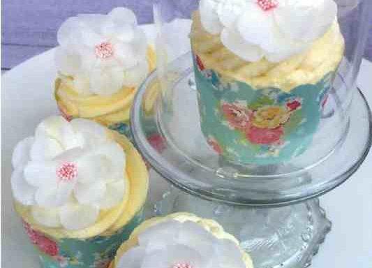 Квіти з вафельного паперу