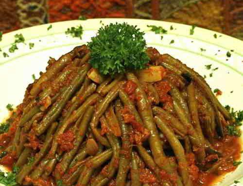 Лобіо з помідорами і горіхами
