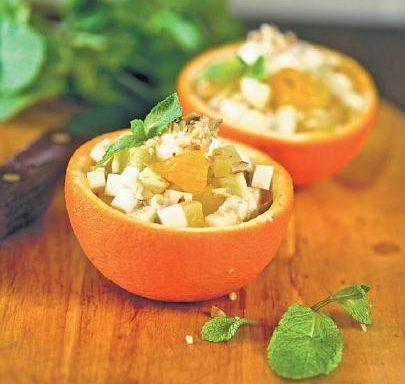 Салат фруктовий з горіхами