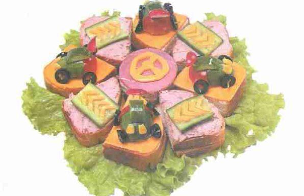 Бутербродний торт «Автоперегони»