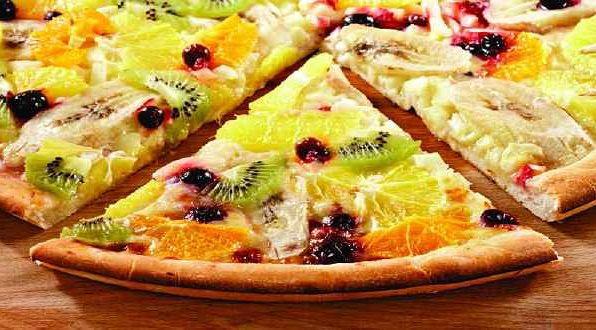 Піца фруктова з сиропом