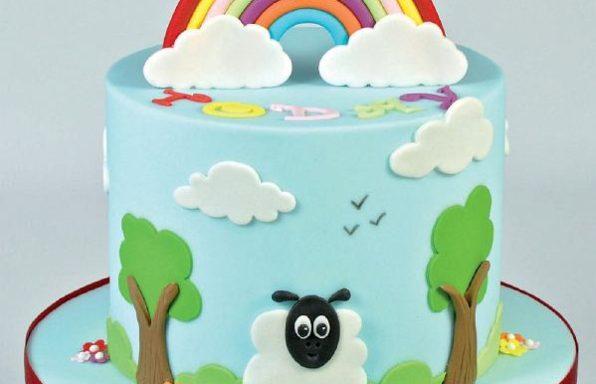 Торт з веселкою та хмарами