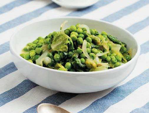 Горошок по-французьки з маслом і листовим салатом