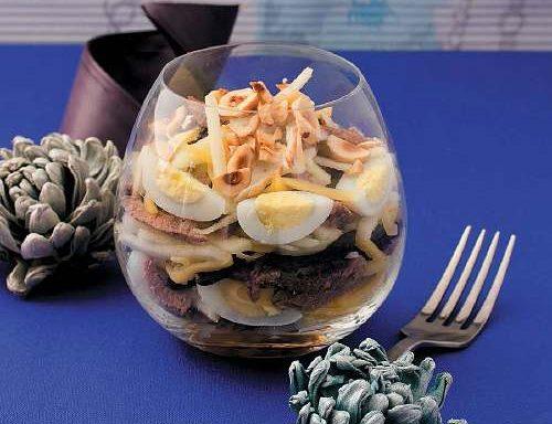 Салат-коктейль з телятиною відвареною та фундуком