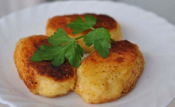 Пиріжки картопляні з грибами та рисом