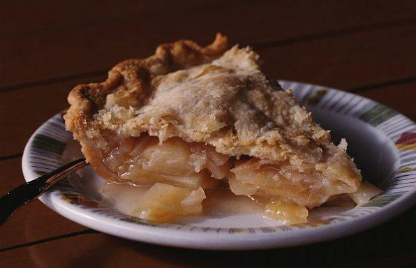 Пиріг яблучний на молоці