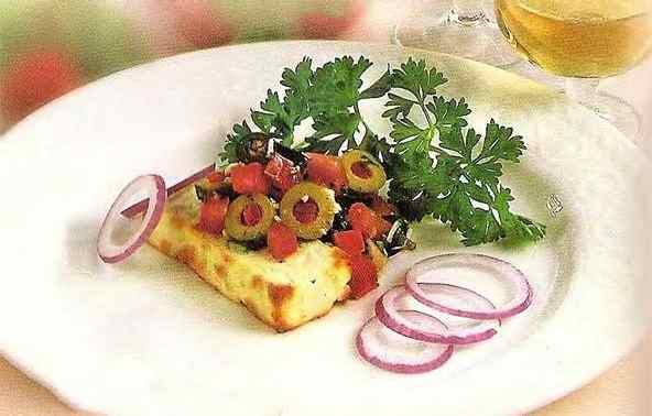 Бринза з оливками та помідорами