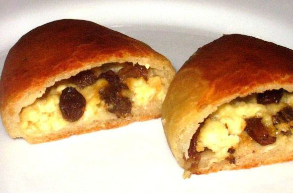 Пиріжки з сиром (творогом) і родзинками