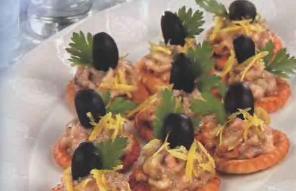 Крекери з пастою зі скумбрії