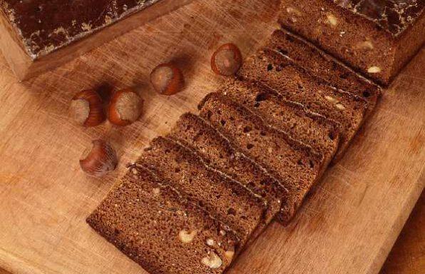 Медовик (медяник) з горіхами лісовими