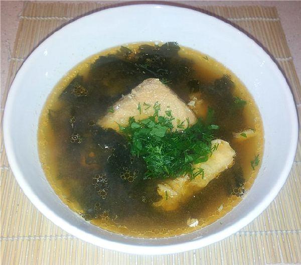 Суп місо з рибою та шпинатом