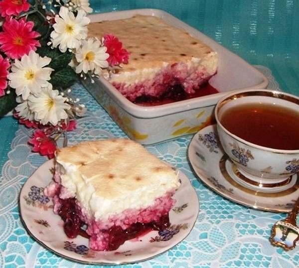 Десерт рисовий з вишнею та безе