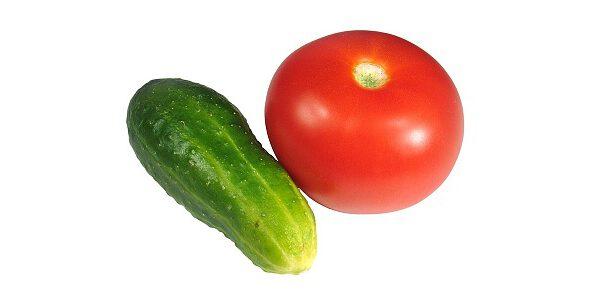 Салат з помідорів, огірків свіжих