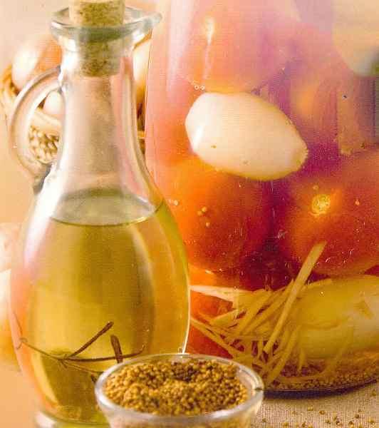 Помідори в олії (з цибулею і хроном)